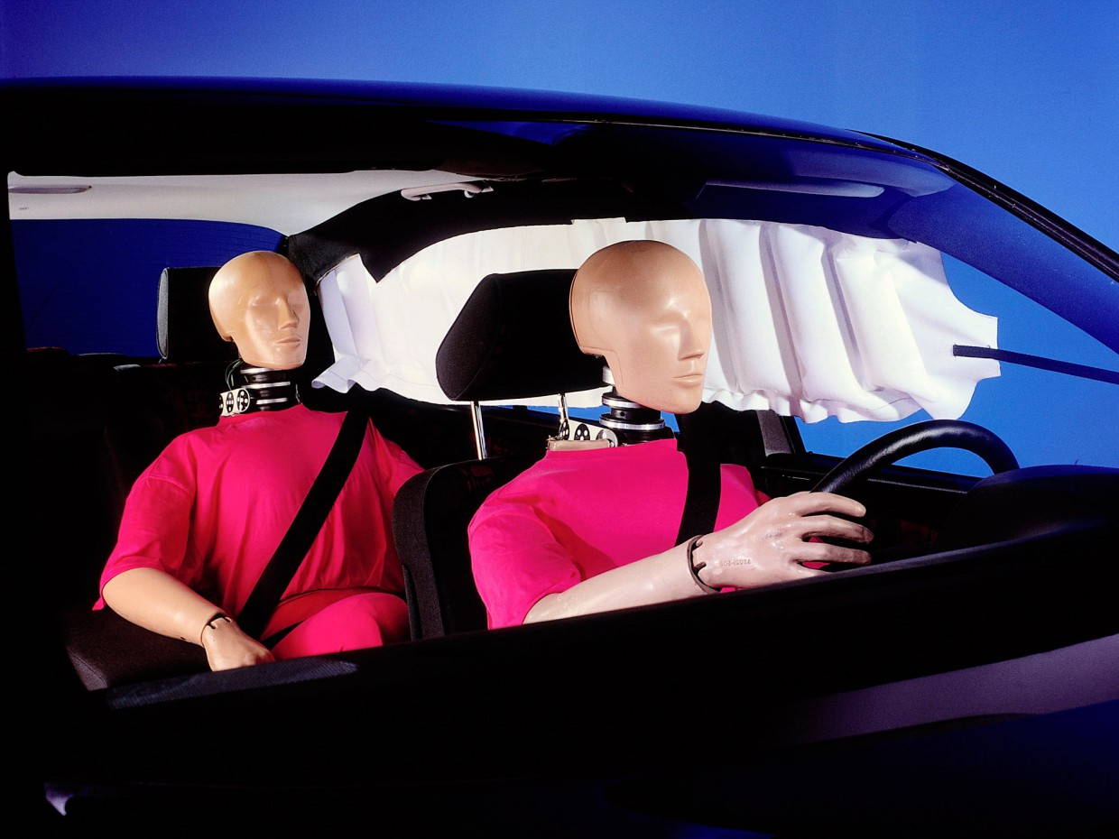 AutoWeb_Crash-Test-Side-Curtain-Airbags