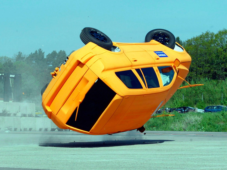 AutoWeb_Crash-Test-Volvo-XC90-Rollover-Test-Volvo-Safety-Centre